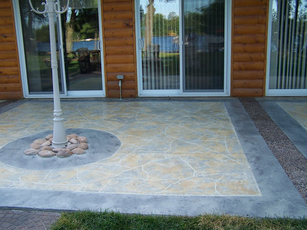 Beautiful and unique concrete staining design on patio